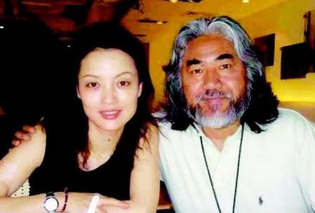 """4年前,张纪中与妻子双双急诊入院,揭开了恩爱26年的""""遮羞布"""""""