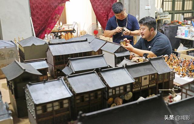 小伙做微缩模型,30人60天建5000个小房子,还原唐长安城