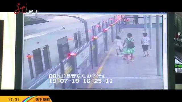 女子带三娃上公交,下车时竟落下一个--这是亲妈_手机网易网
