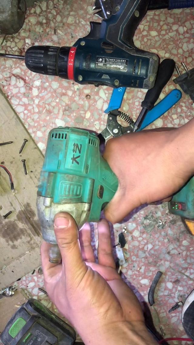 AEG 12V锂电池充电电动扳手 起子机BSS12C LI AEG电动工具