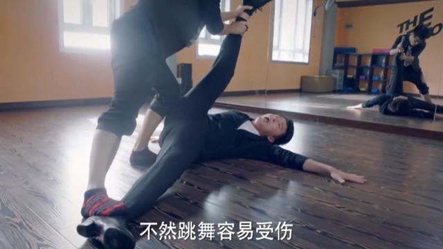 舞蹈老师给学生撕腿 打皮股视频老师打学生 ... _深港在线手机版