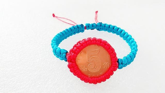 硬币玛瑙红绳手链慢动作编织教程(完整版)手工编织斜卷结红绳手链