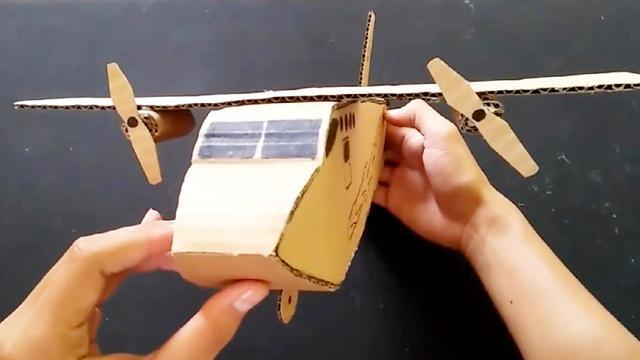 用纸板DIY飞机模型,没想到还可以飞起来,手工帝真是太牛了