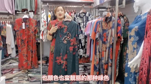 精美刺绣的漂亮外套,优雅尊贵的气质展现,喜欢的不得了!