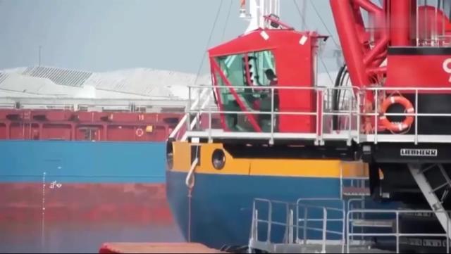 世界上最大的起重机,一次能吊起700多吨重物!施工... _网易视频