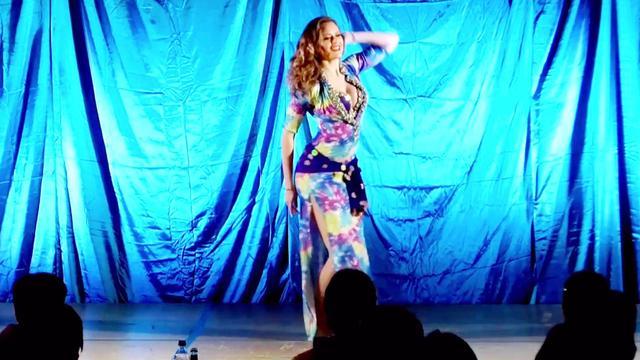 外国微胖女子的一段肚皮舞表演,真的是超惊艳,胖... _网易视频