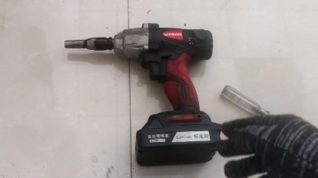 优美特充电式冲击扳手-大容量锂电池送19.22套筒