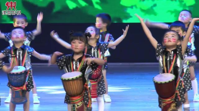 幼儿园非洲鼓表演《la la la》