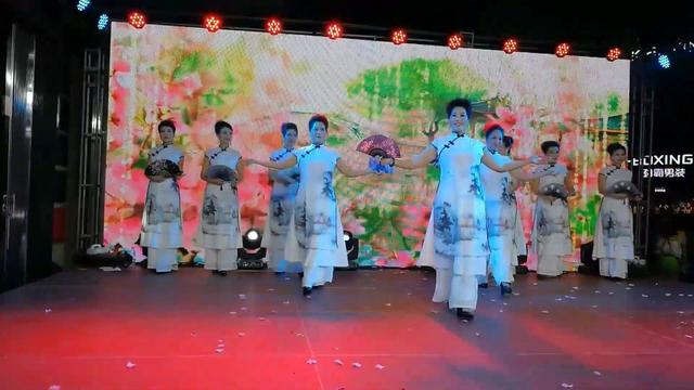 旗袍:中老年旗袍秀来一波!其中最大年龄的有五十... _网易视频