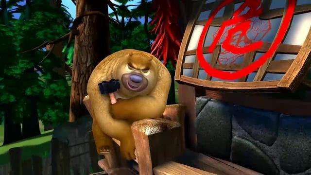 熊出没:熊大和光头强愉快的玩耍,结果老板的电话来了,光头强慌