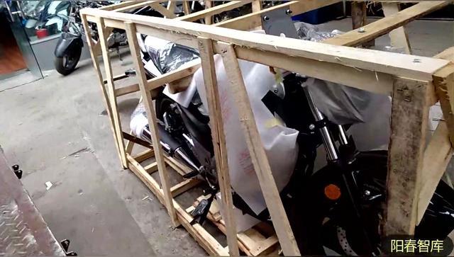 陕西西安:铃木骊驰GW250,准备开箱,原来新车是这样子的