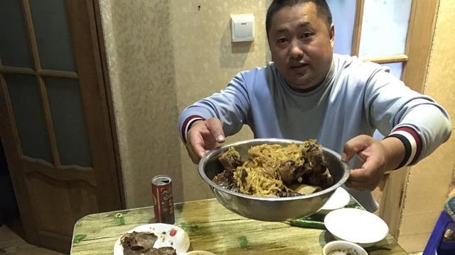 酸菜炖大鹅图片