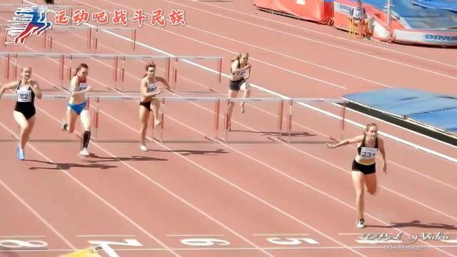 跨不过就推到?俄罗斯女子跨栏比赛,最后一名的反应太逗了