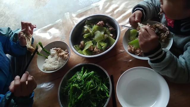 鸡肉炒莴笋的家常做法,俩孩子抢着吃