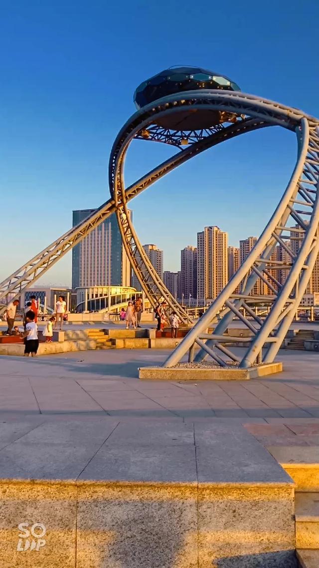 烟台天马栈桥,由市民票选出的,全国首座以爱情为主题的栈桥