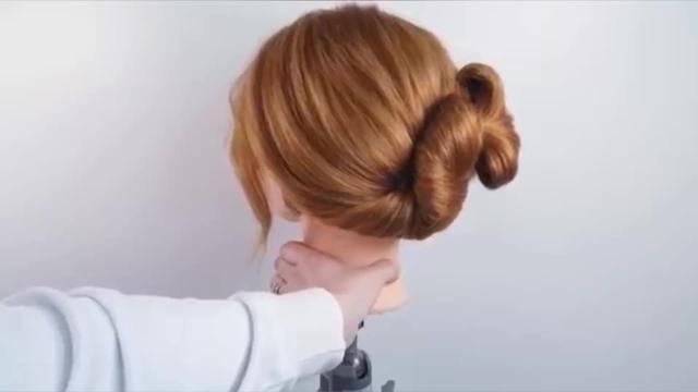 波波头短发夏天怎么编扎头发,会既时尚又凉爽?有教程推荐吗?
