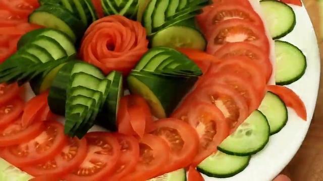 西红柿花样摆盘