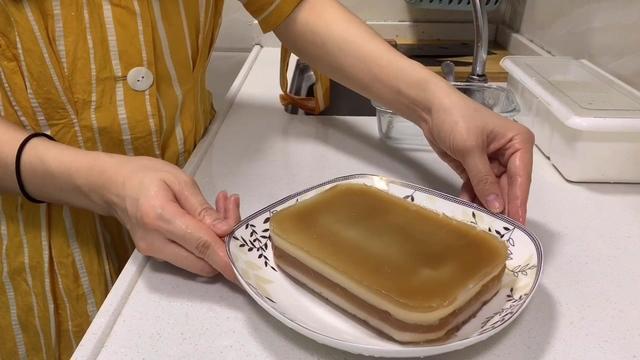 饞嘴打工妹一攪一拌就做出椰汁千層馬蹄糕,做法簡單又好吃