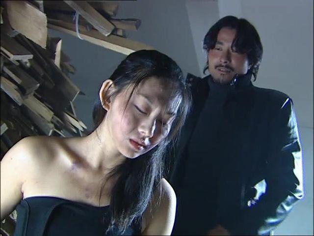 霹雳蓝天使:特务妹对战杀手哥,不料只过三招就倒地,杀手哥太弱
