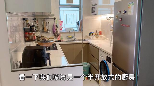 一个漂亮干净的厨房,能勾起你的煮饭欲,实拍香港千尺房子的厨房