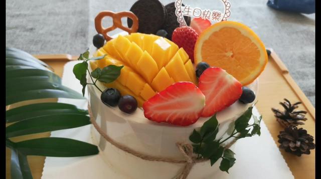 这些淋面(莓类)生日水果蛋糕,超级有食欲美爆了!
