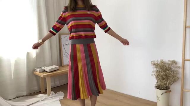时尚套装女复古港味彩色条纹五分袖针织衫中长款高腰半身裙两件套