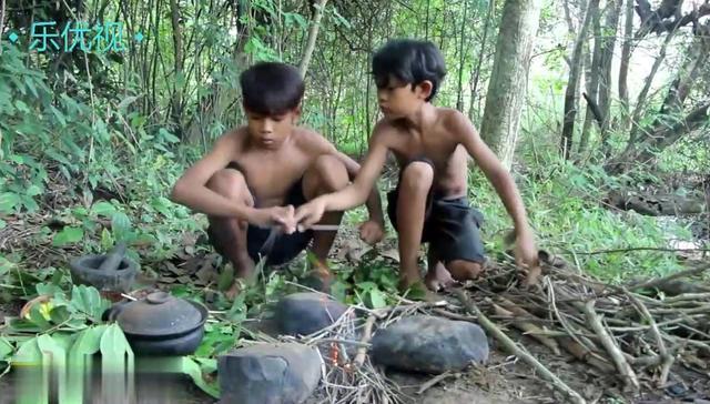 农村小哥用砂锅焖螃蟹,这样做出来的螃蟹,我可以... _网易视频