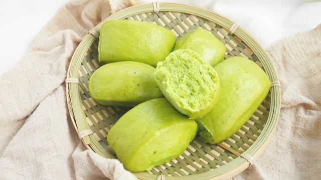做菠菜馒头,农村媳妇教你一个妙招,馒头柔软又好吃,比面包都香
