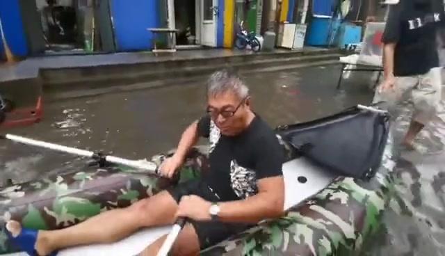 划船式自行车图片