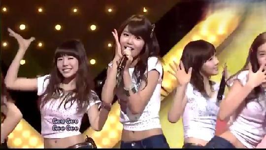 少女时代一首巅峰歌曲 《Gee》燃爆现场,真是满满的回忆啊!