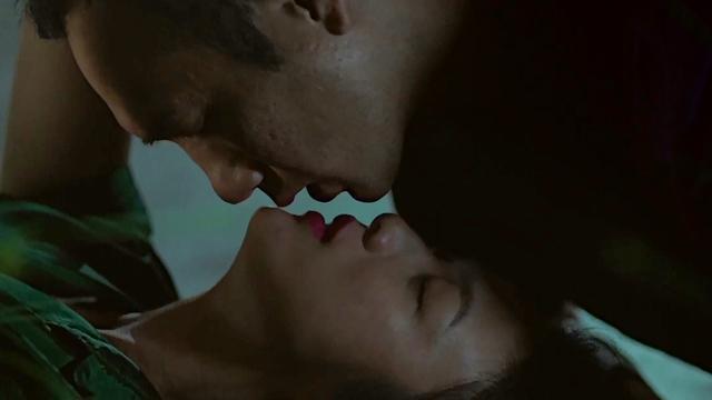 """《地球最后的夜晚》发布会来袭 汤唯黄觉吻戏吻到险些""""失控""""?"""