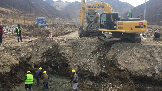 山东济宁西藏中型四不像车拖拉机随车挖掘机价格 - 中国供应商