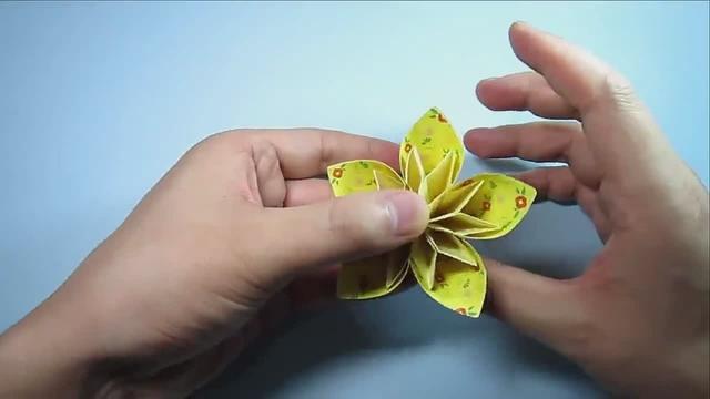 儿童手工制作学的纸花