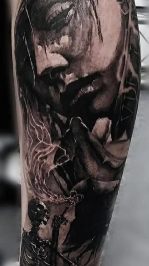 骷髅手纹身