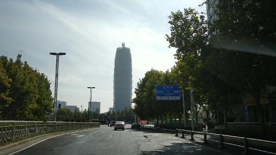 在郑州最贵的高层住宅楼下,吃一碗传说中要颠覆烩面市场的烩面
