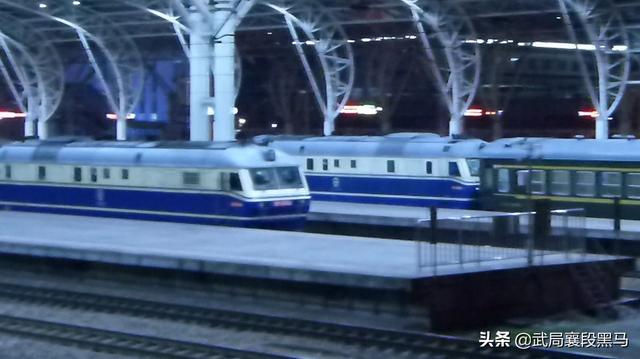 京沪线 上局宁东段HXD2B牵引行X336次列车快速通过南京站!