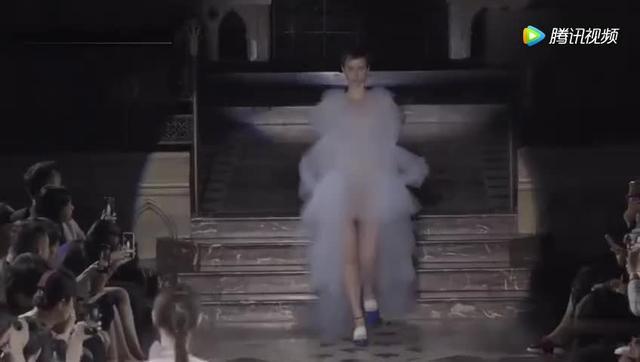 时装:国际米兰时装周 法国透明时装秀 2001年春夏系列 白黑