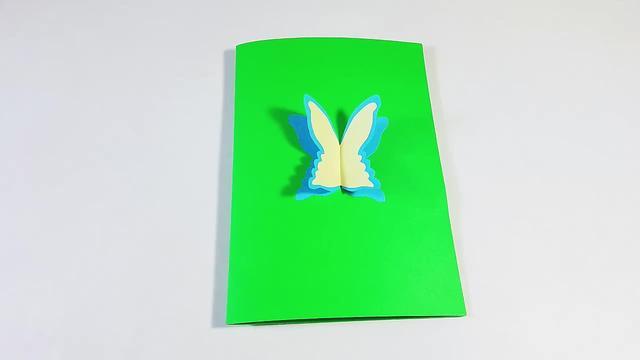 小学生漂亮的蝴蝶贺卡DIY制作方法_聚优经验网