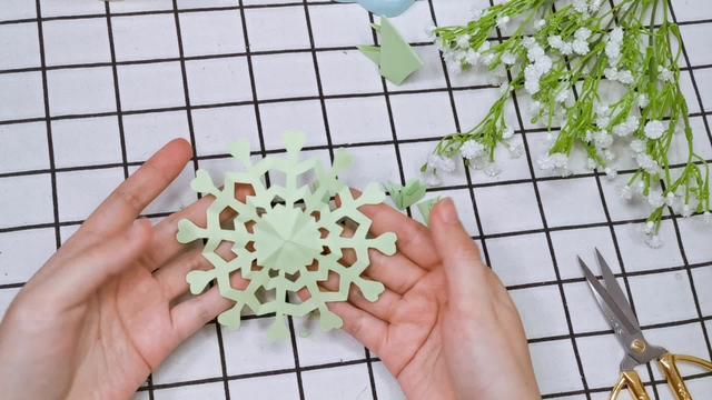 儿童剪纸入门教程,圆形剪纸花,适合小朋友的手工剪纸教程