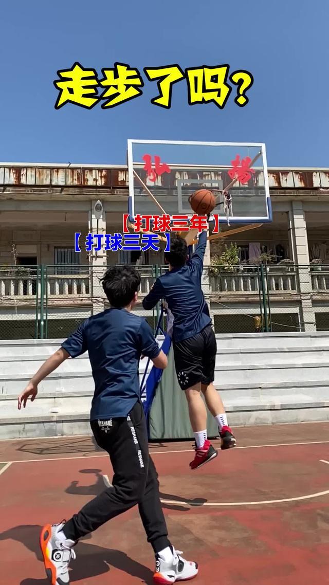 篮球三步上篮动作图片
