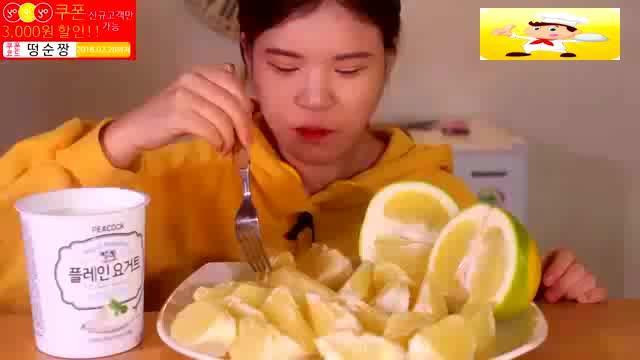 韩国吃播donkey妹妹当顺吃奇异果!