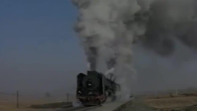 集通铁路经棚站前进机车进站通过!喜欢的双击评论