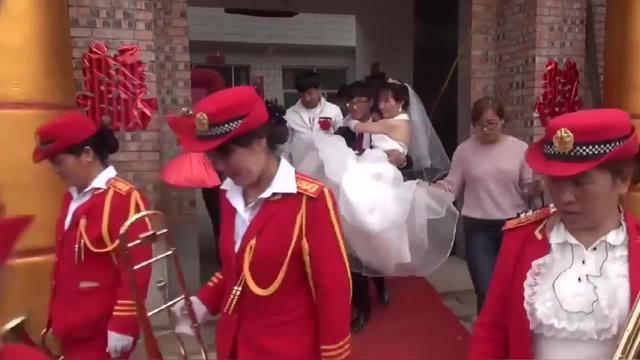 """山西惊现""""最牛""""迎亲队!10辆大型农用拖拉机,头... _手机搜狐网"""