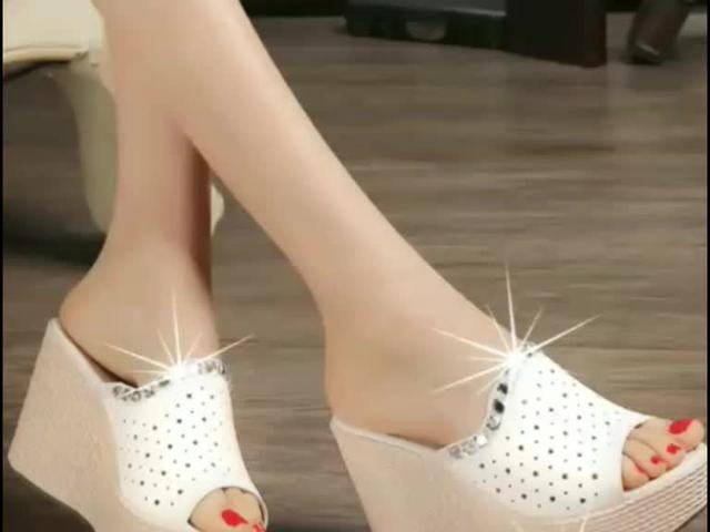 时尚坡跟鞋,将时尚女神姿态放轻松