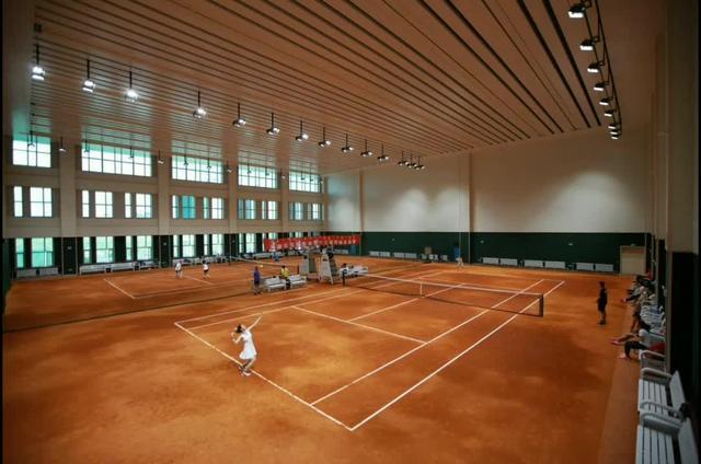 室内网球场图片