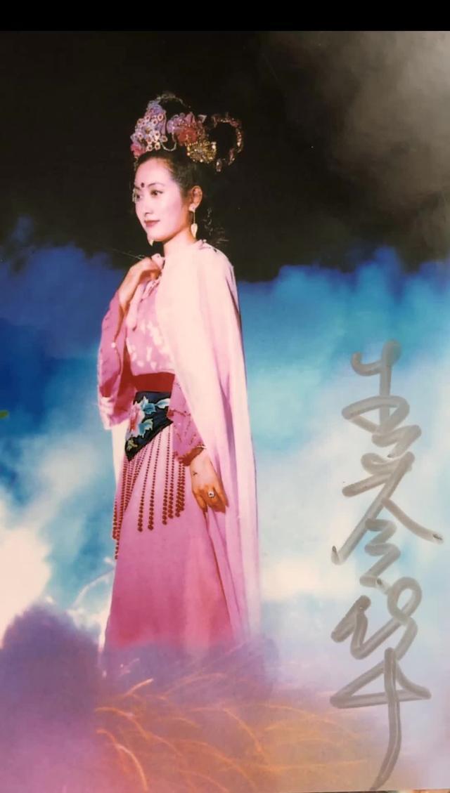 歌手吴静个人照片