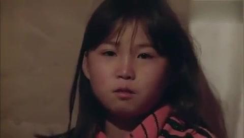 一个八九岁的小孩照顾四个兄弟姐妹感动所有人,看完触动很大