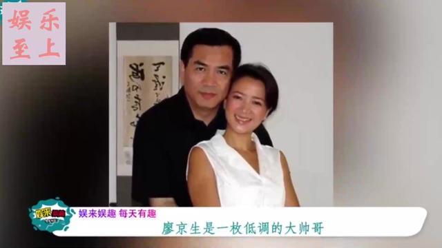 何晴三婚丈夫近照曝光,原来是我们熟悉的他,54岁被老公宠成公主