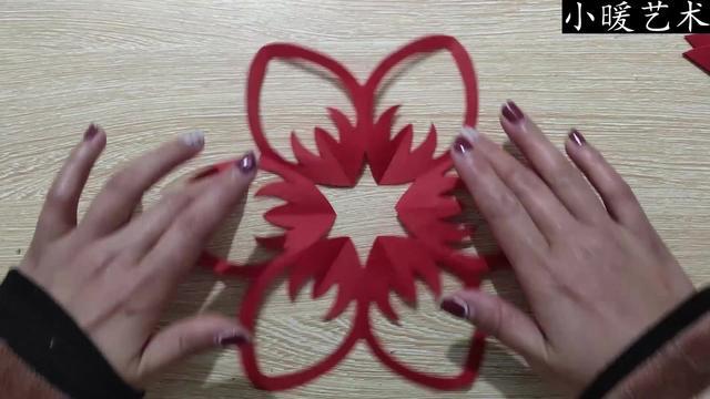 儿童剪纸基础视频教程:怎样剪纸花,三种窗花合辑,越剪越漂亮!
