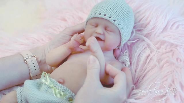 迷你超级仿真娃娃,女婴宝宝,等比缩小的玩具婴儿